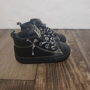 converse all star chuck taylor Black Leather Sz 4